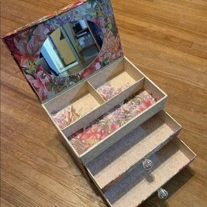 Punch Studio jewelry box / organizer